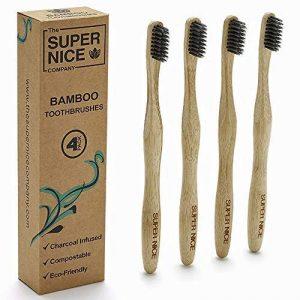 Brosse à dents en bambou avec poils de charbon de bois imprégné par le Super Nice Company | écologique biodégradable en bambou Poignées | Charbon de bois imprégné Fermeté Medium Poils | Poignée ergonomique | Plastique recyclé gratuit Emballage | végétalie image 0 produit