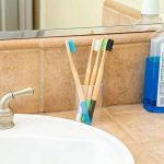 Brosses à dents en bambou, paquet de brosses écologiques, 100% organiques, biodégradable, naturelles et veganos. 4 pièces avec poils de charbon naturelles, végétales et doux. Libre de BPA pour la meilleure nettoyage dents. … de la marque DUAMY image 3 produit