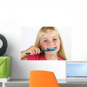 Wallmonkeys Fille brossage SES dents Peel et bâton Stickers muraux Wm102385(18en L x 12en H) de la marque Wallmonkeys Wall Decals image 0 produit