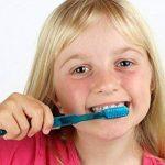 Wallmonkeys Fille brossage SES dents Peel et bâton Stickers muraux Wm102385(18en L x 12en H) de la marque Wallmonkeys Wall Decals image 1 produit